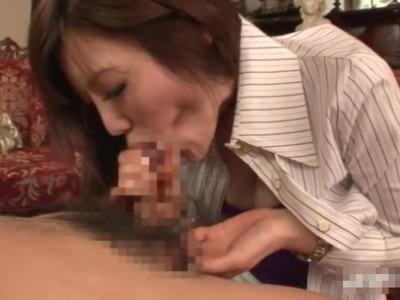 半端ないバキュームと高速手コキの合わせ技がヤバイ痴女人妻の絶品フェラチオテクニックw
